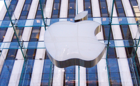 Apple powers into global PC market top spot